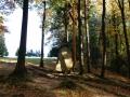 20.10.2012r. kamień i krzyż przy kapliczce w lesie 1