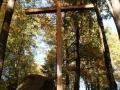 20.10.2012r. kamień i krzyż przy kapliczce w lesie 2